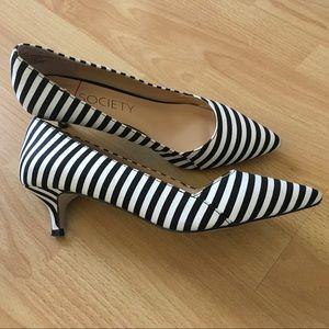 Sole Society B&W stripes kitten heel shoes